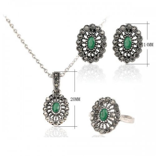 Set argint femei cu marcasite si smarald